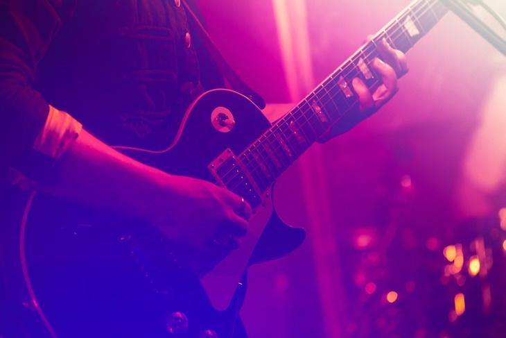 ライブハウスでバンド活動